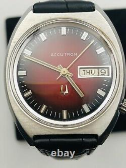 Vtg. 1971 BULOVA ACCUTRON 2182 Glossy Red Wine Dial Day Date Tuning Fork Watch